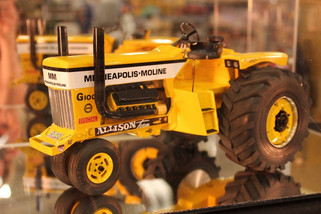 Custom Built 1/16 Scale Pulling Tractors