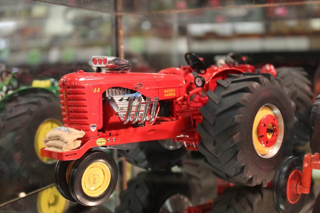 how to build a toy pulling tractor